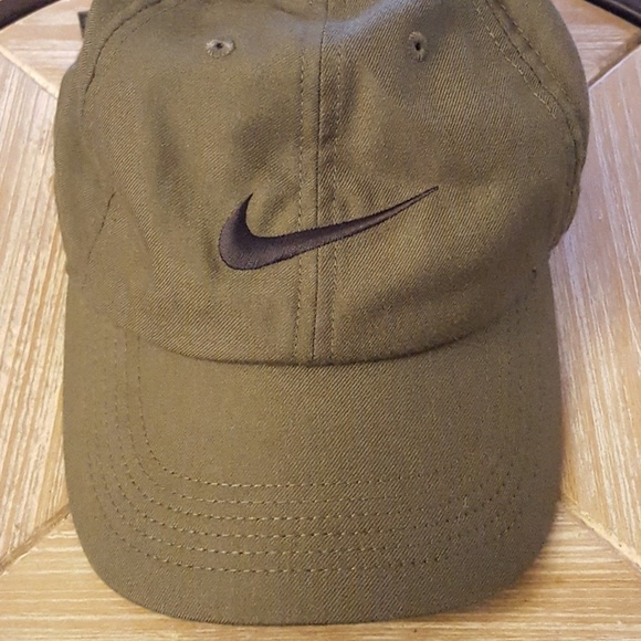 96a1ecf11b4 Nike Dri-Fit Heritage 86 Dri fit Hat Cap Green. M 5b6fd0133c984425a3468a97